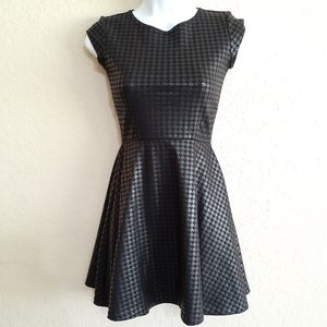 Women/Juniors Black Houndstooth Dress